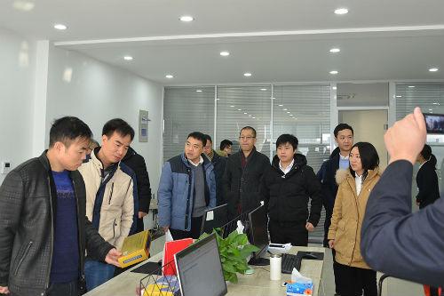 大家参观了企业行政办公大楼和生产基地
