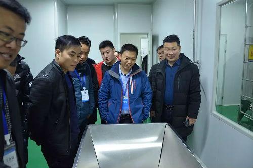 经销商参观生产基地